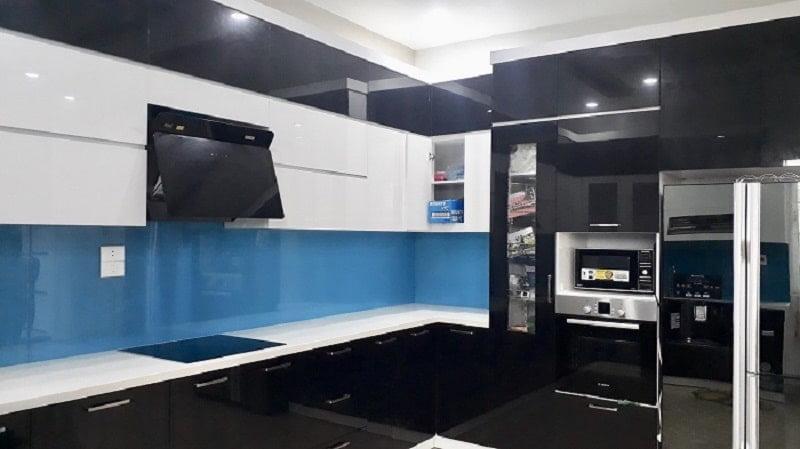 Mẫu kính ốp bếp màu xanh Hot nhất 2021