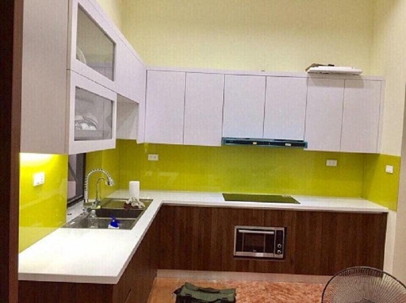Cách lựa chọn màu kính ốp bếp cho người mệnh Thổ