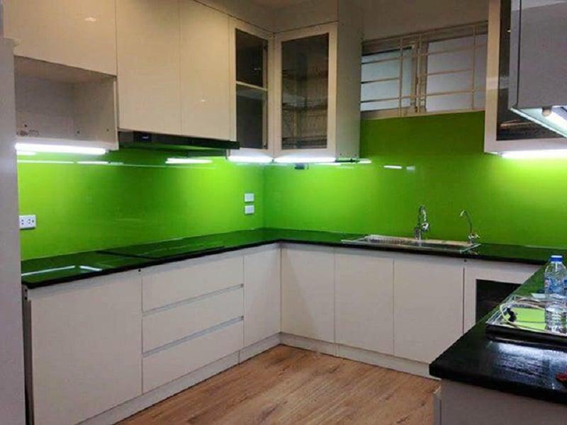 Mẫu kính ốp bếp xanh lá đẹp Hot nhất 2021