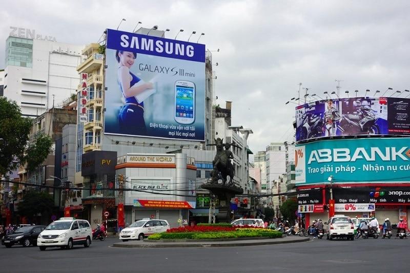 Nên chọn biển quảng cáo loại nào tốt? Alu, Mica hay màn hình Led