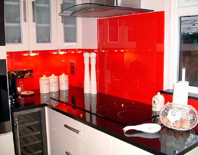 Mẫu Kính ốp Bếp Màu đỏ Đẳng Cấp 2021
