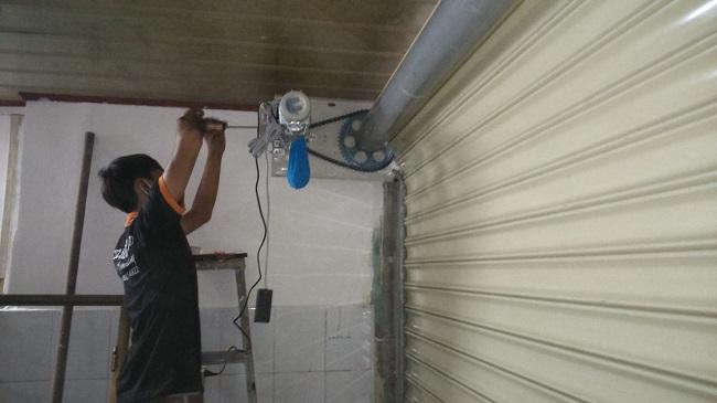 Hướng Dẫn Cách Sửa Chữa Cửa Cuốn AustDoor An Toàn tại Nhà