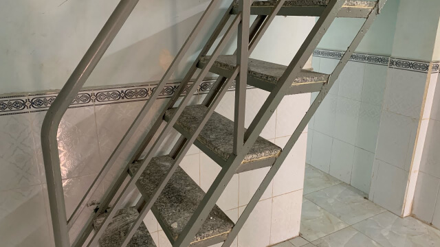 cầu thang sắt gác lửng